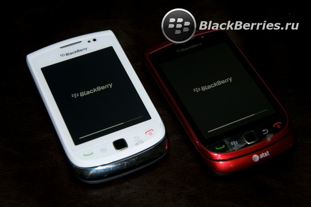 BLACKBERRY-9800-red-white-11