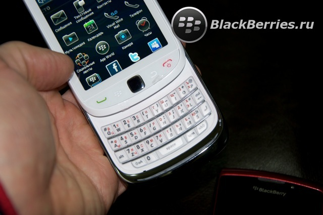 BLACKBERRY-9800-red-white-16