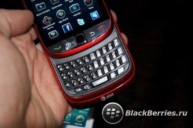 BLACKBERRY-9800-red-white-17