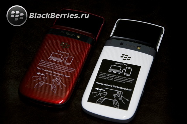 BLACKBERRY-9800-red-white-23