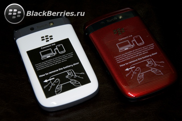 BLACKBERRY-9800-red-white-7