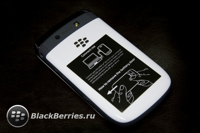 BLACKBERRY-9800-red-white-8