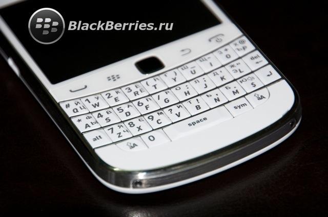 blackberry-9900-bold-white-1