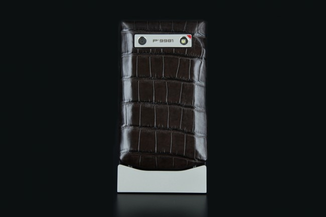 blackbeberry-porsche-design-p9981-alligator-marron-high-shiny-02