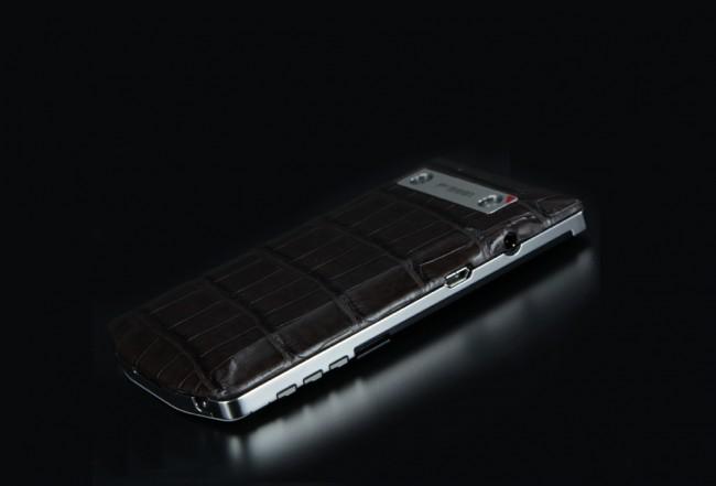 blackbeberry-porsche-design-p9981-alligator-marron-high-shiny-07