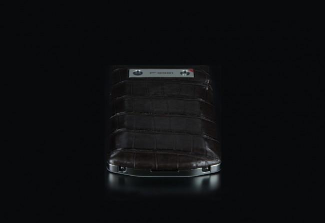 blackbeberry-porsche-design-p9981-alligator-marron-high-shiny-08
