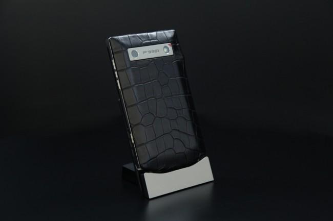 blackbeberry-porsche-design-p9981-alligator-shiny-black-08_1