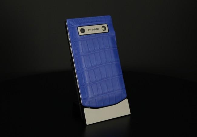 blackberry-porsche-design-p9981-alligator-bleu-electrique-01