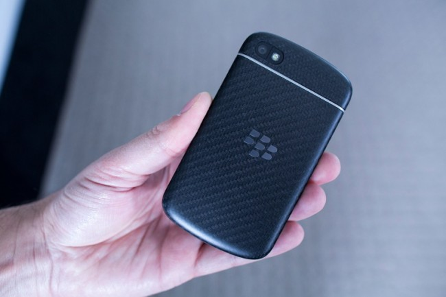 blackberry-q10-back