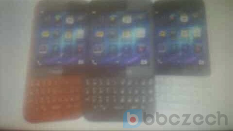 BlackBerry-R10-red-black-white