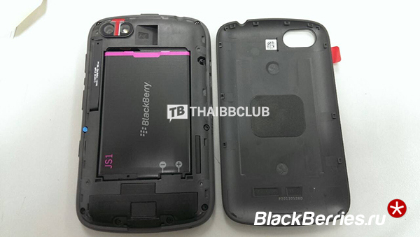 BlackBerry-9720-4