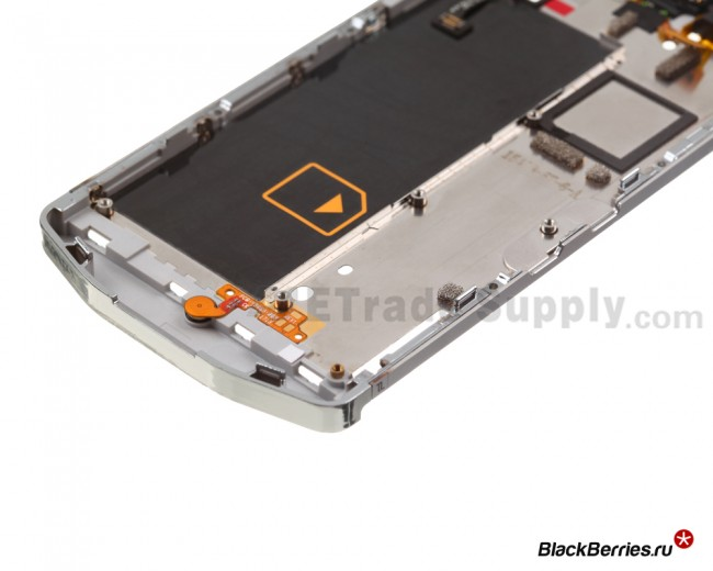 BlackBerry-Z10-Porsche-Edition-Middle-Plate-7