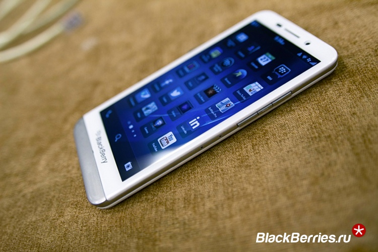 blackberry-z30-white-7b