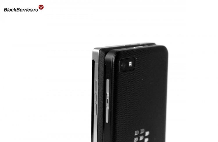 BlackBerry-P9982-vs-Z10-12
