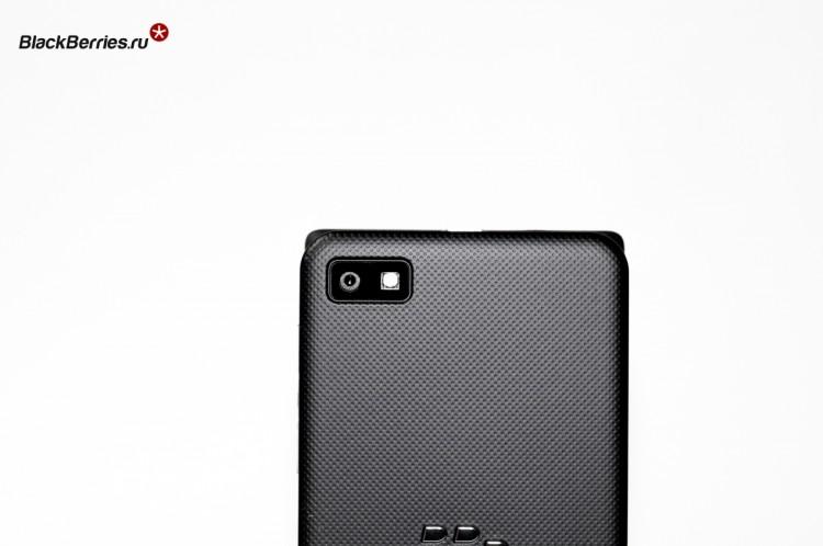BlackBerry-P9982-vs-Z10-13