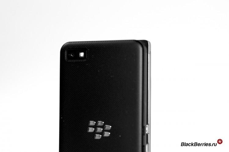 BlackBerry-P9982-vs-Z10-14