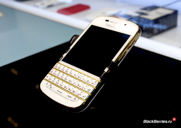BlackBerry-Q10-Gold-Limited-1