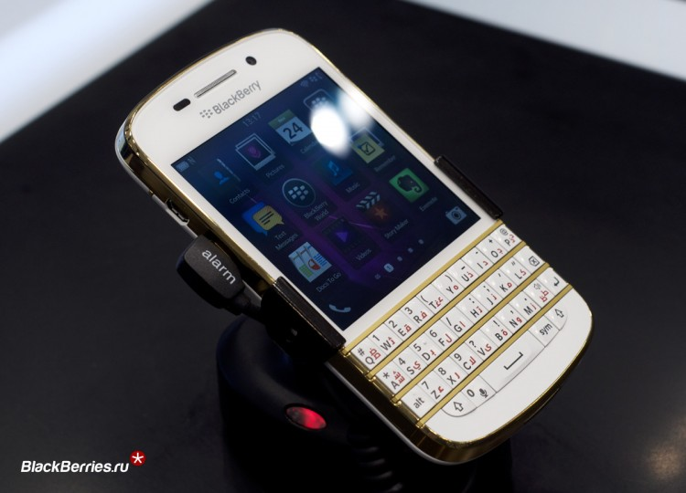 BlackBerry-Q10-Gold-Limited-2