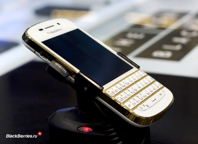 BlackBerry-Q10-Gold-Limited-3