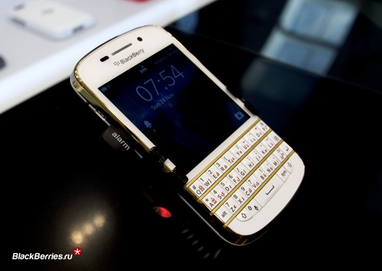 BlackBerry-Q10-Gold-Limited-4