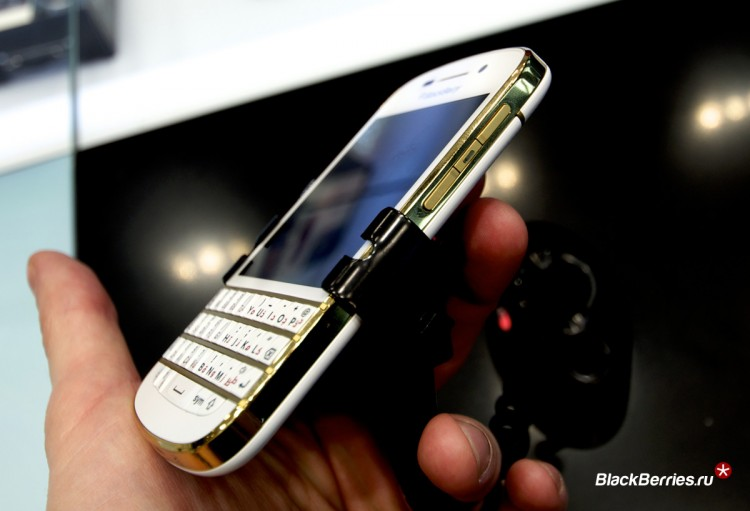 BlackBerry-Q10-Gold-Limited-9