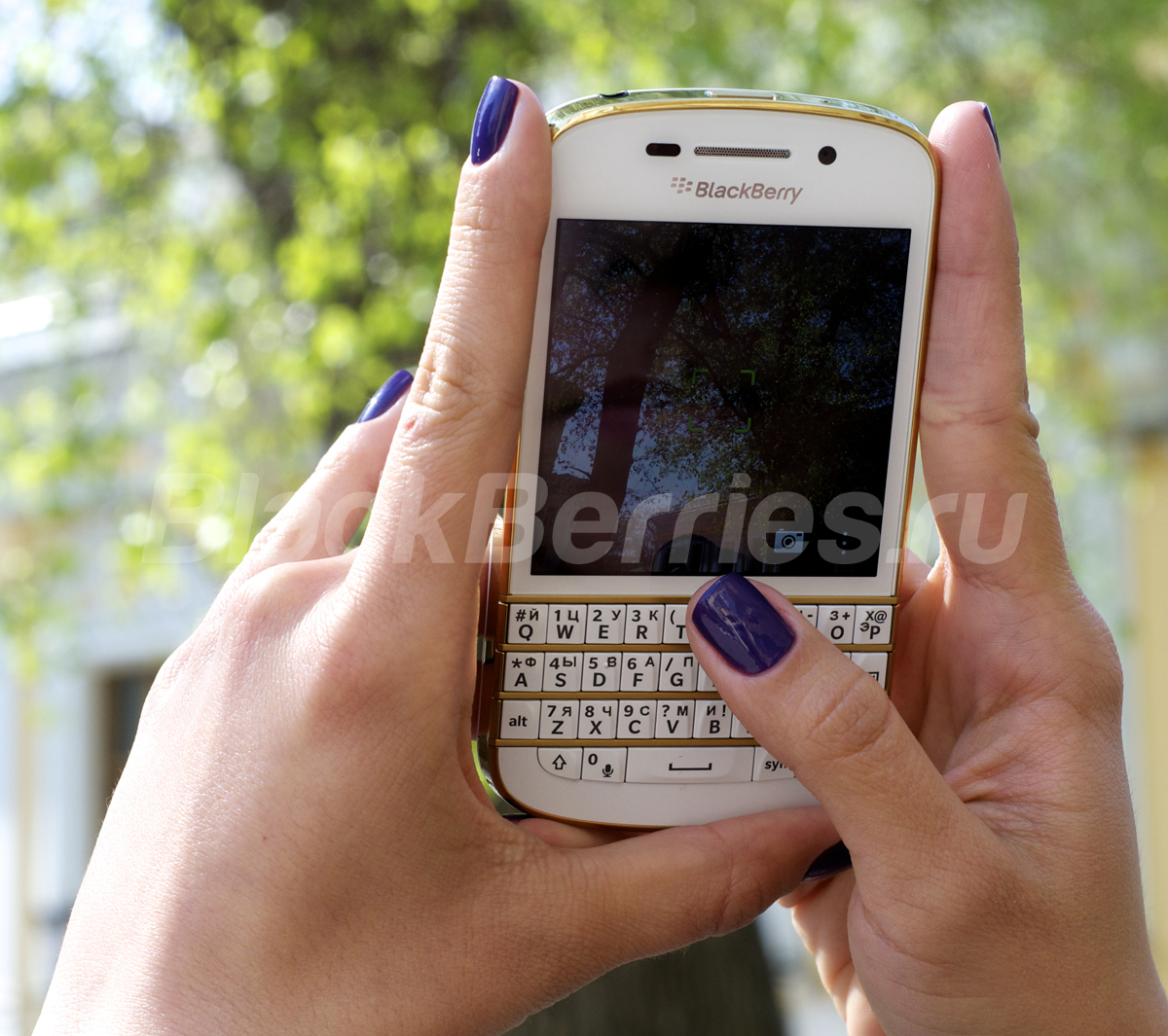 BlackBerry-Q10-Special-Edition-11