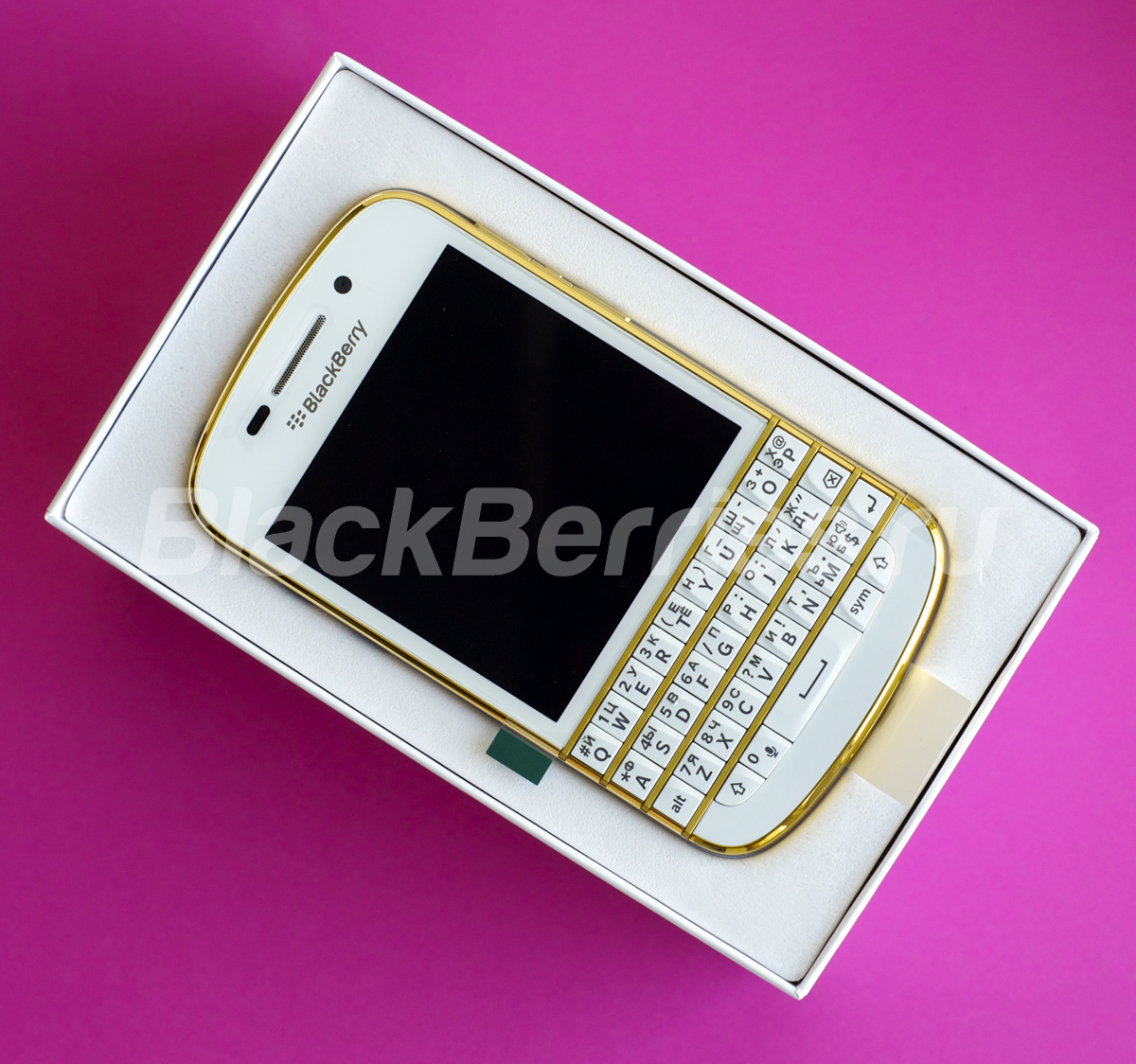 BlackBerry-Q10-Special-Edition-29