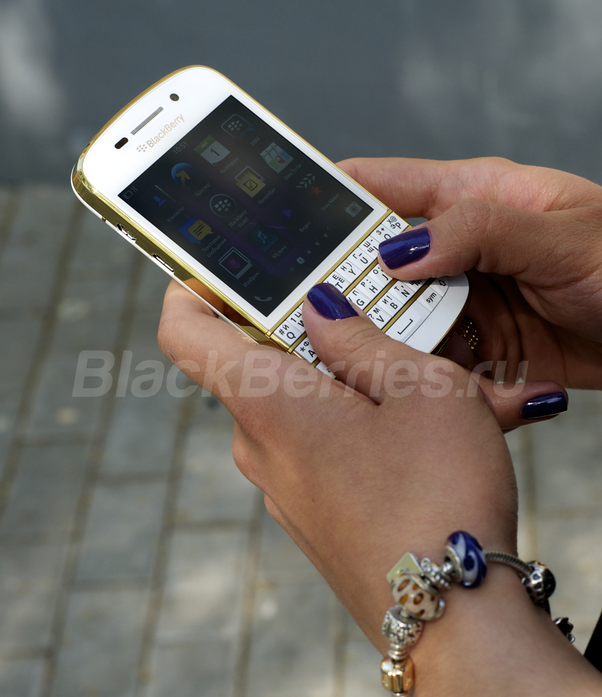 BlackBerry-Q10-Special-Edition-3