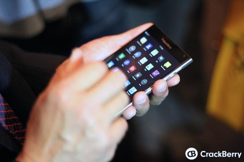 BlackBerry-Passport-14