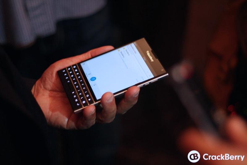 BlackBerry-Passport-17