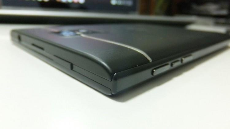 BlackBerry-Passport-Black-2