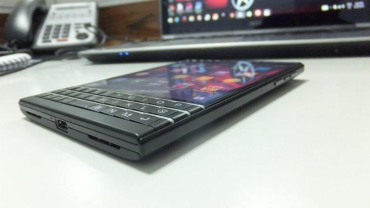 BlackBerry-Passport-Black