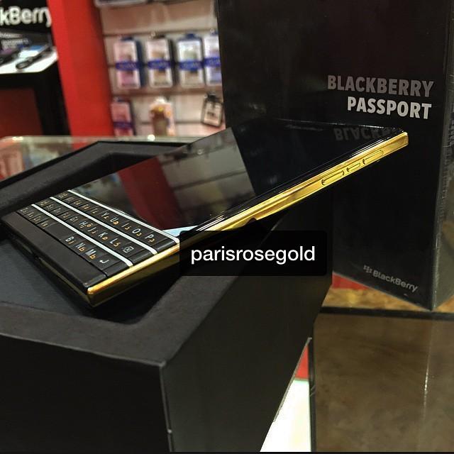 BlackBerry-Passport-Gold-2