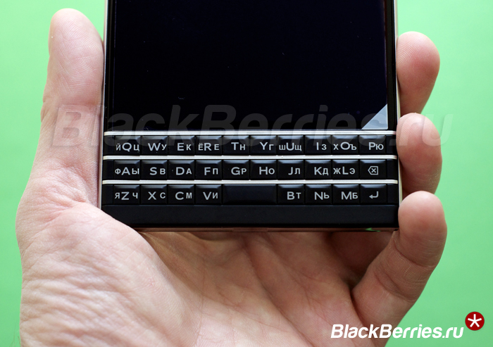 BlackBerry-Passport-RUSSIAN-3