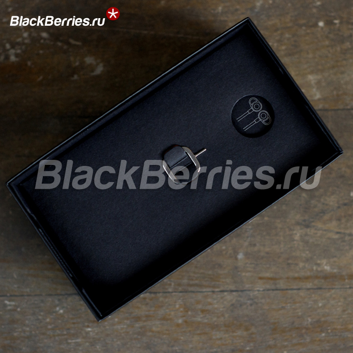 BlackBerry-Classic-Unpacking-03