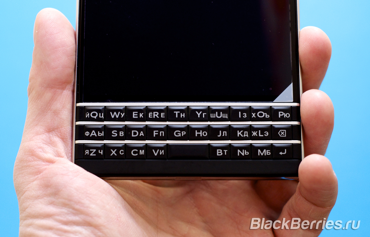 BlackBerry-Passport-Black-2