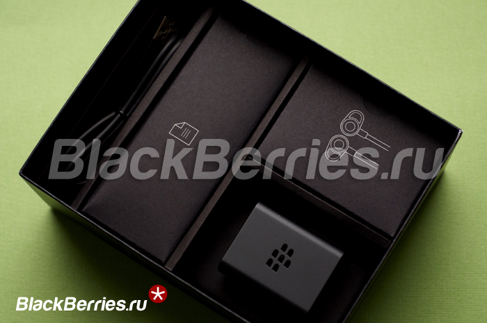 BlackBerry-Passport-White-03