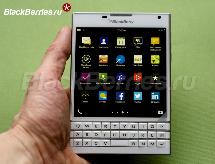 BlackBerry-Passport-White-05