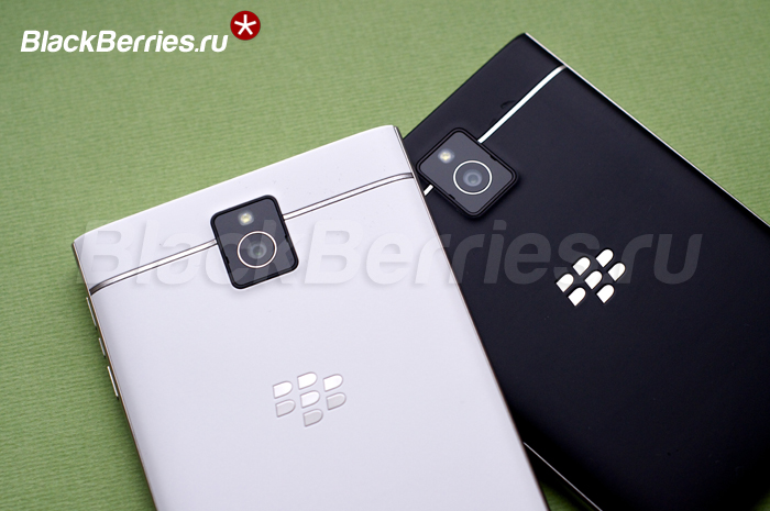 BlackBerry-Passport-White-15