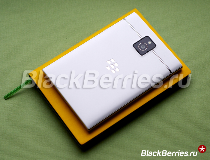 BlackBerry-Passport-White-22