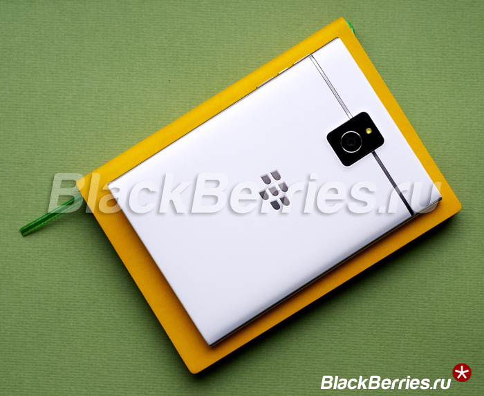 BlackBerry-Passport-White-23