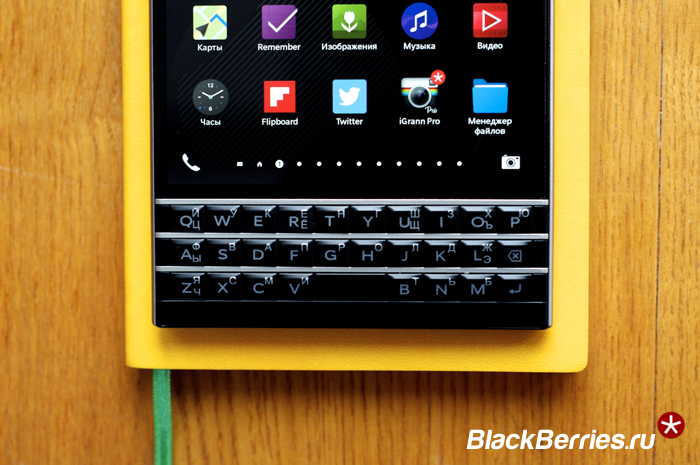 BlackBerry-Classic-vs-Passport-24