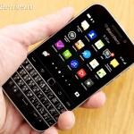 BlackBerry-Classic-vs-iPhone-Q10-Passport-11