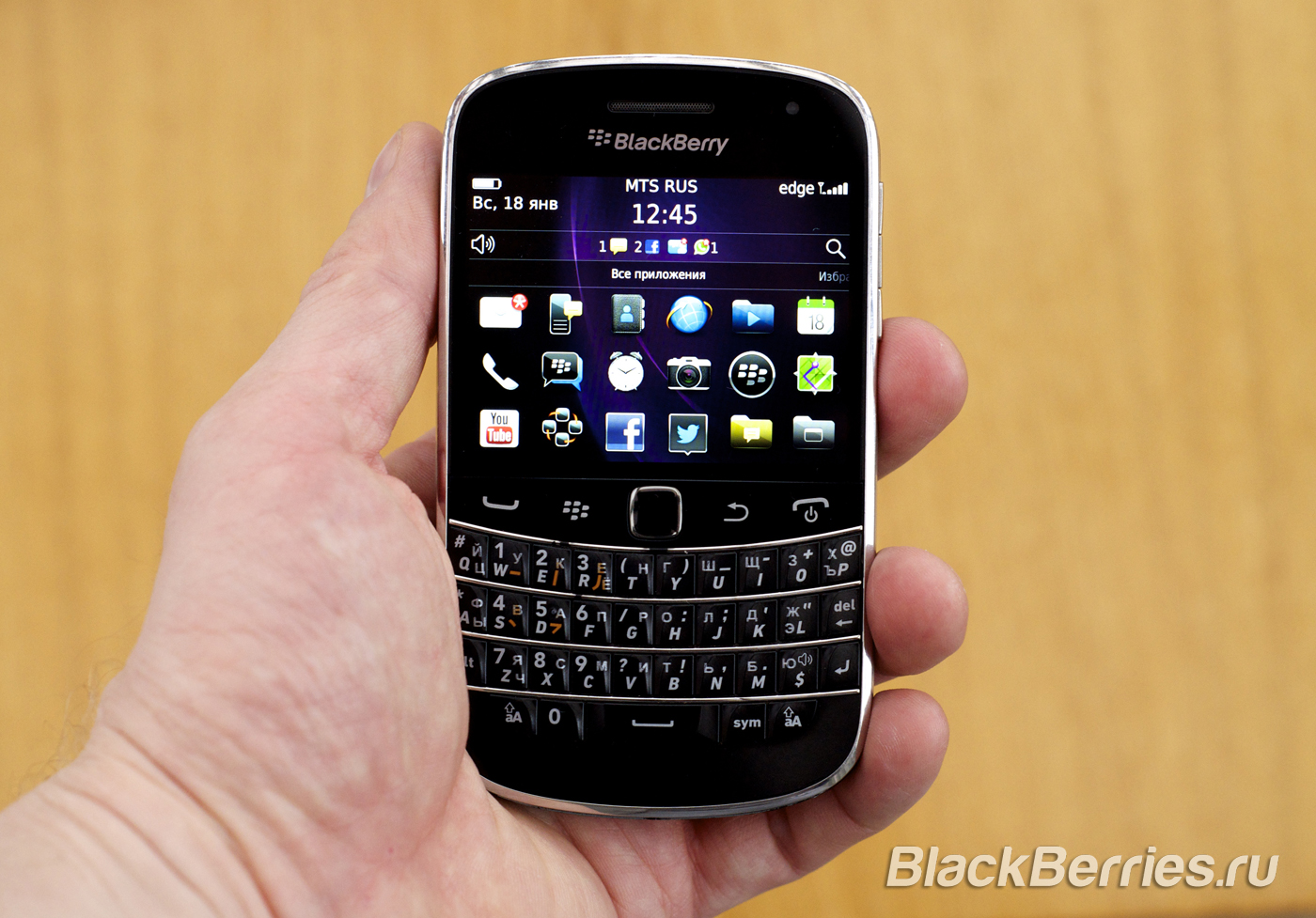 BlackBerry-Classic-vs-iPhone-Q10-Passport-34