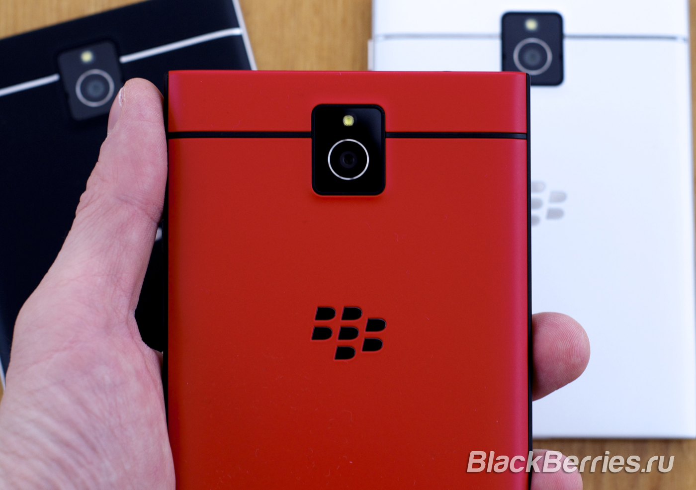 BlackBerry-Passport-Red-08