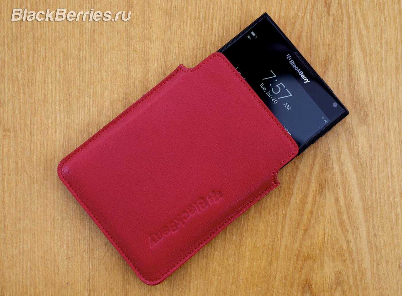BlackBerry-Passport-Red-09