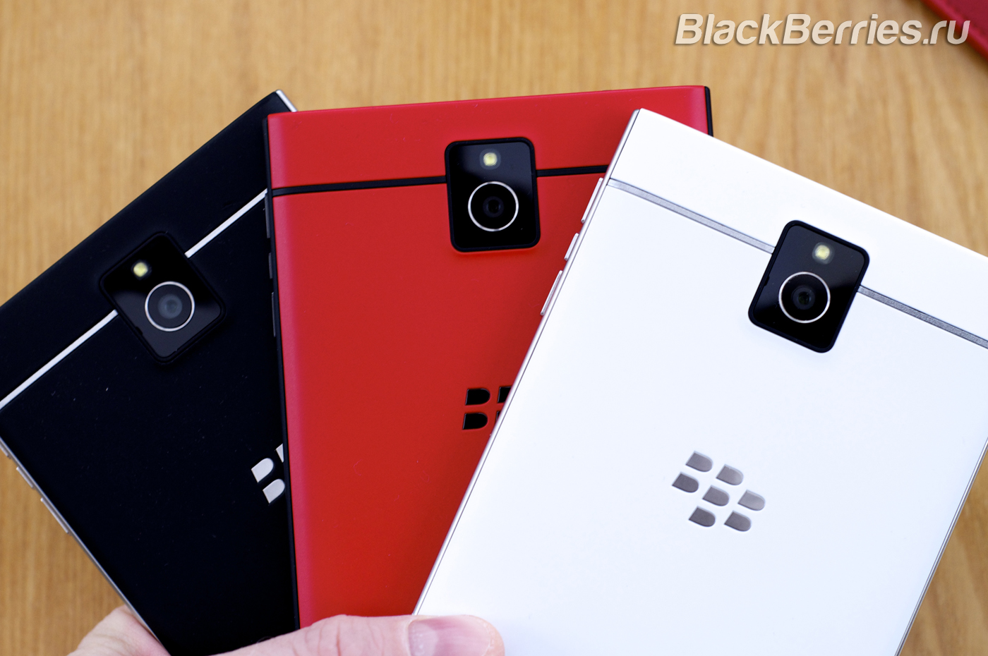 BlackBerry-Passport-Red-16