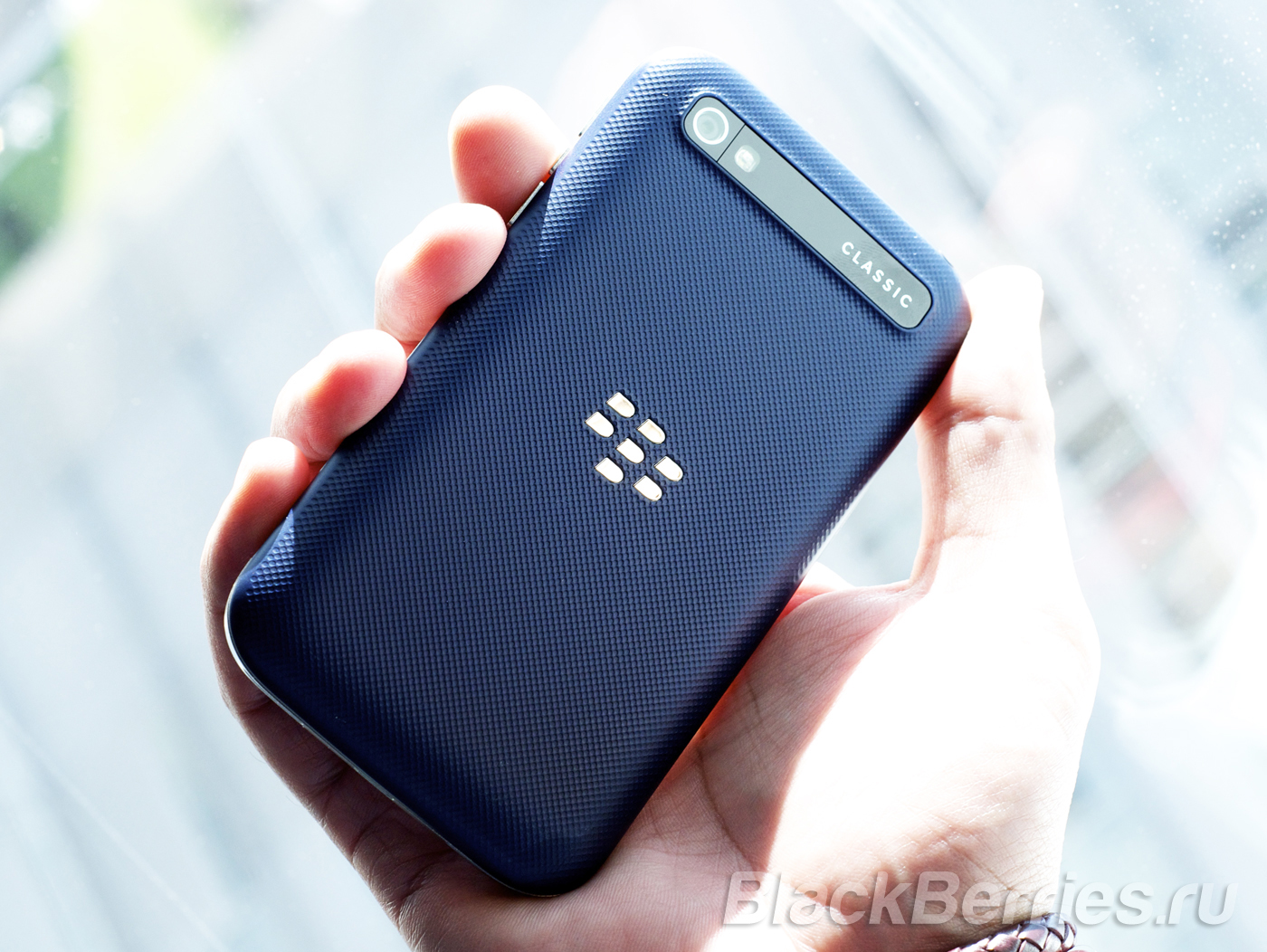 BlackBerry-Classic-Blue-4