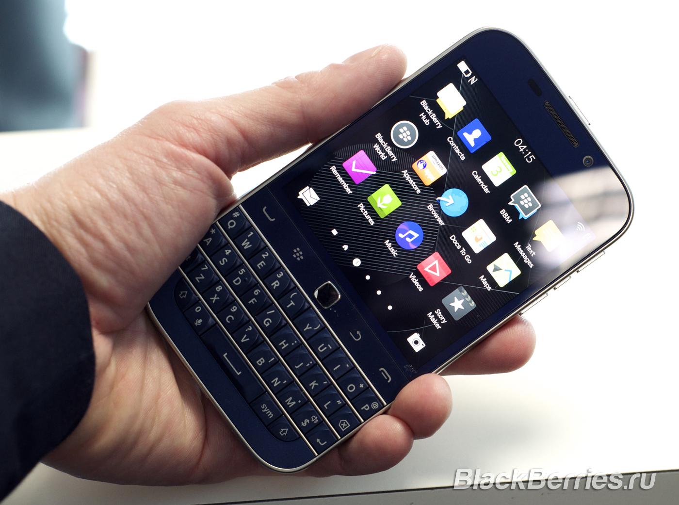 BlackBerry-Classic-White-Blue-Bronze-05