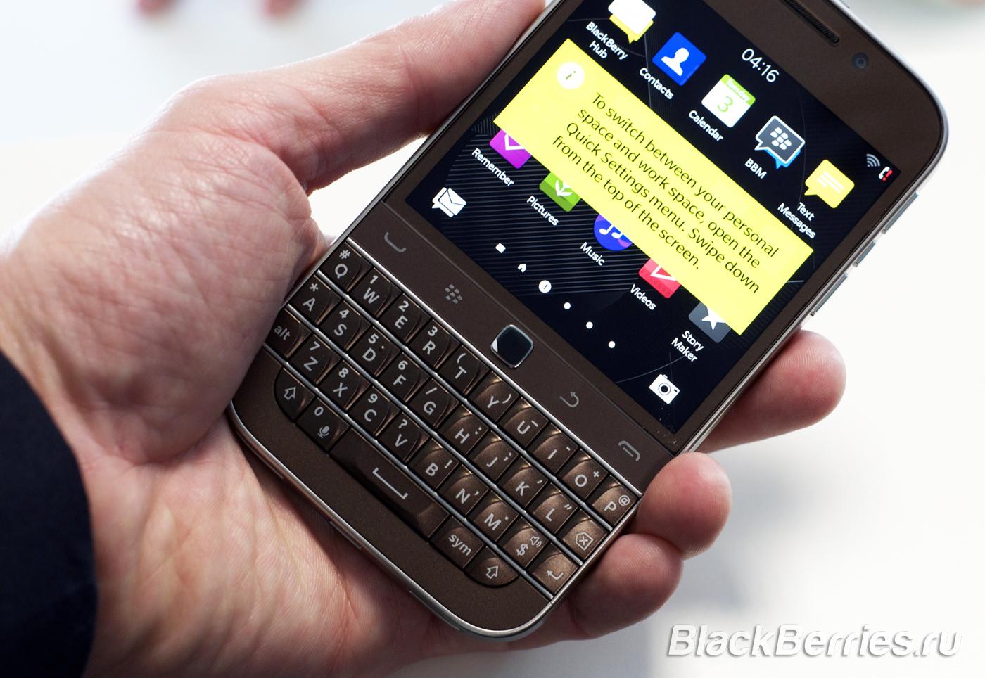BlackBerry-Classic-White-Blue-Bronze-07
